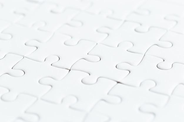 Ciérrese encima del rompecabezas blanco del juego de rompecabezas.