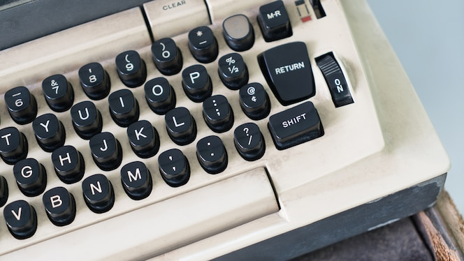 Ciérrese para arriba de la máquina de escribir vieja retra.