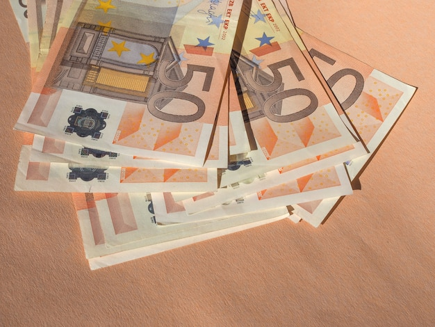Cincuenta billetes de euro moneda de la unión europea