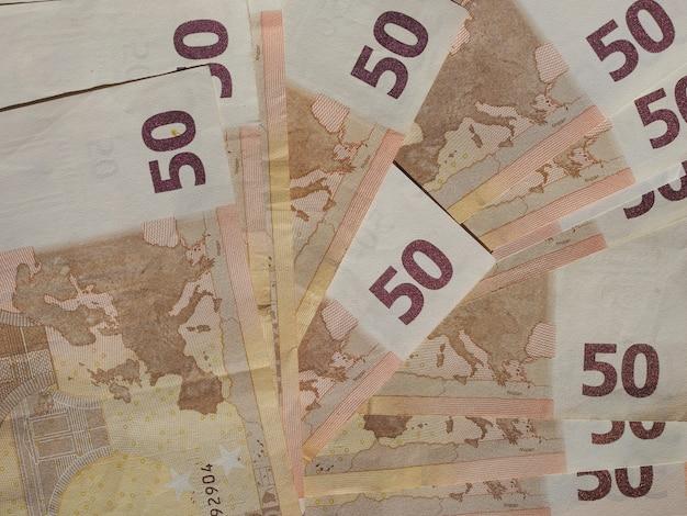 Cincuenta billetes de euro