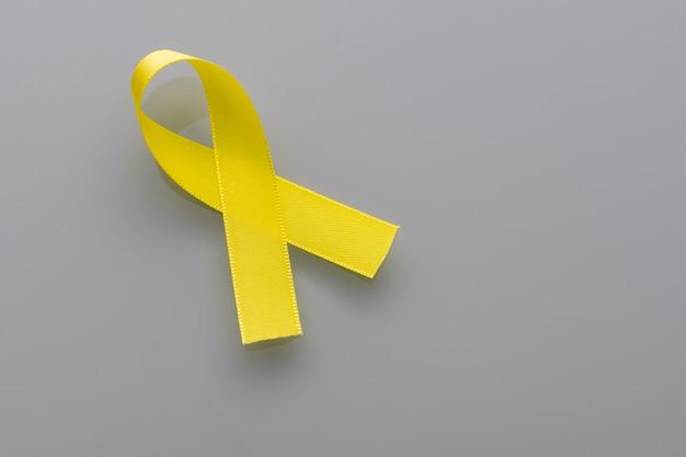 Cinta amarilla de la campaña de prevención del suicidio. septiembre amarillo