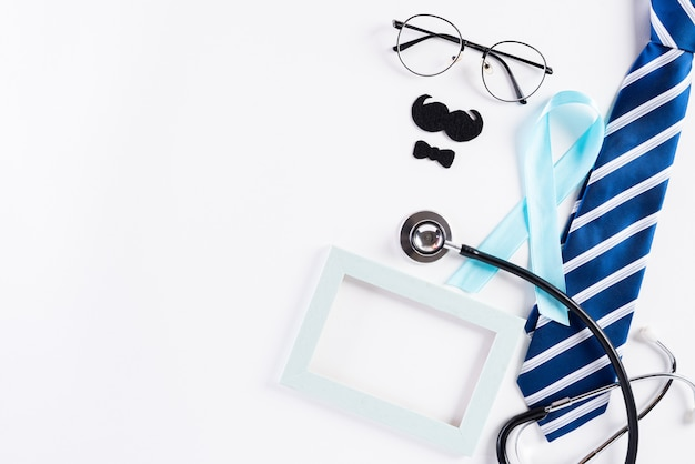 Cinta azul que representa el mes de noviembre para crear conciencia sobre la salud de los hombres.