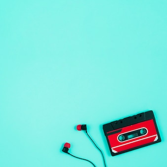 Cinta de casete y auriculares