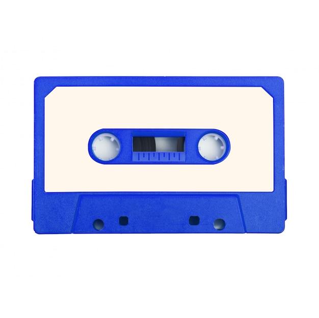 Cinta de cassette de audio sobre fondo blanco.