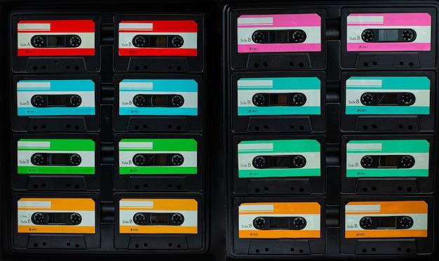 Cinta de cassette compacta vintage, conjunto de cintas de audio antiguas de cerca