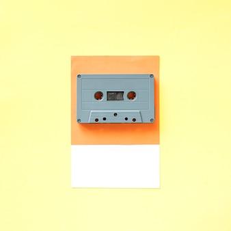Una cinta de cassette de estilo retro.