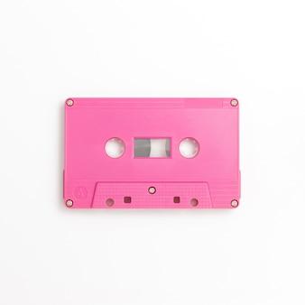 Cinta de cassette sobre fondo blanco