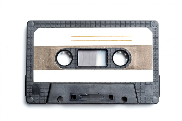 Cinta de cassette de la vendimia aislada en blanco