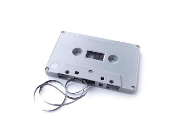 Cinta de cassette vintage aislada en blanco