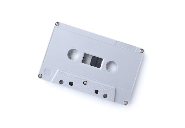Cinta de cassette vintage aislado sobre fondo blanco.