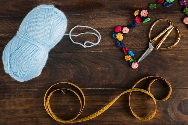 Cinta métrica de costura con tijeras