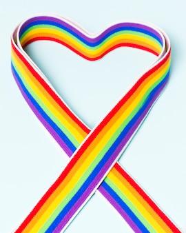 Cinta de primer plano en colores del orgullo gay