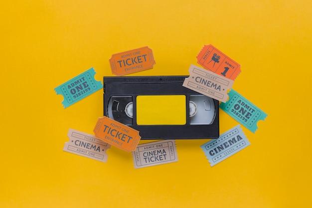 Cinta de video con entradas de cine