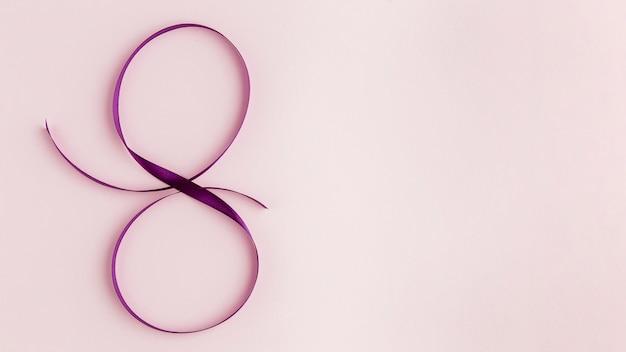 Cinta violeta para el espacio de copia del 8 de marzo.