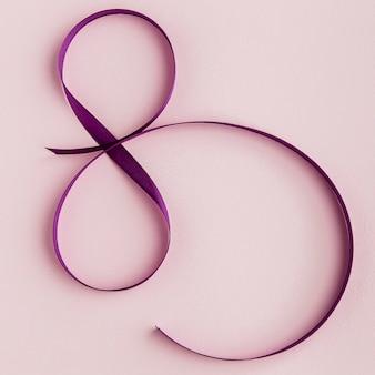Cinta violeta para la vista superior del 8 de marzo