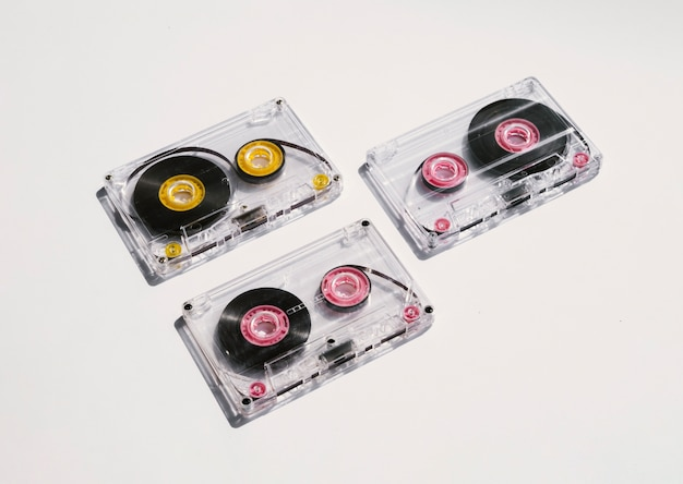 Cintas de cassette transparentes bajo foco