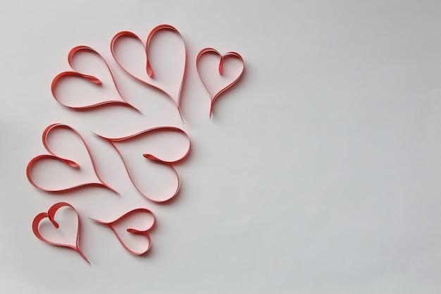 Cintas en forma de corazones concepto de día de san valentín.