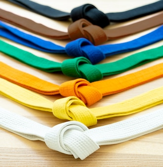 Cinturones de colores de artes marciales cerrar