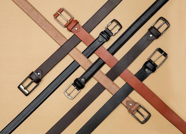 Cinturones de cuero con hermoso diseño