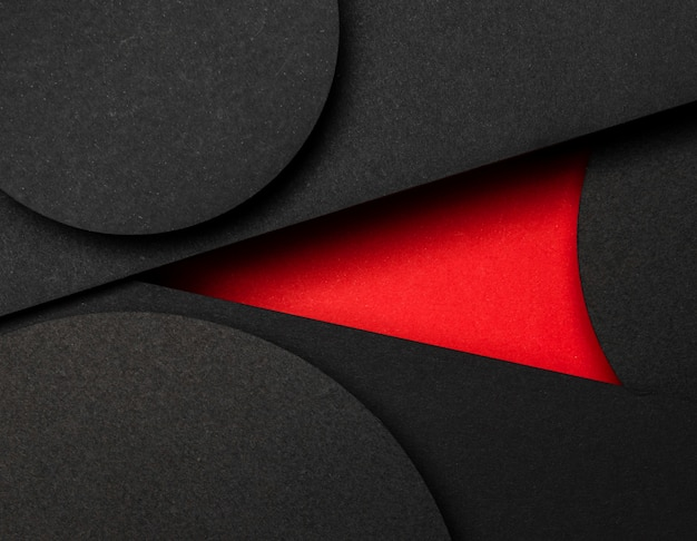 Círculo de capas de papel negro y rojo.