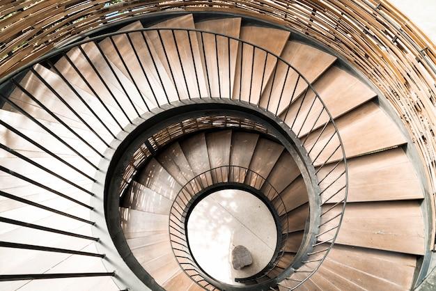 Círculo espiral escalera decoración interior.
