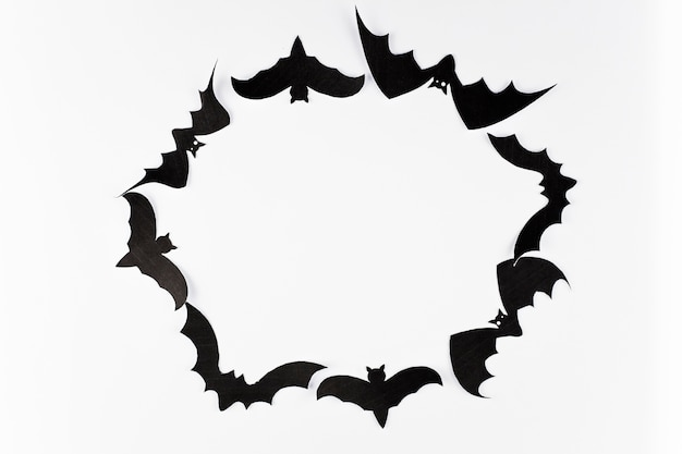 Círculo hecho de murciélagos negros
