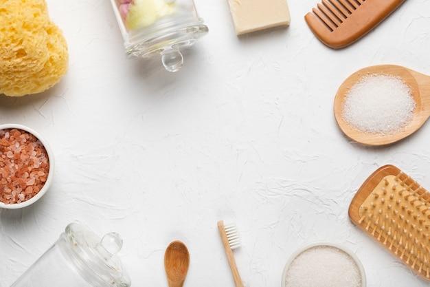 Círculo de herramientas para frotar y productos de baño.