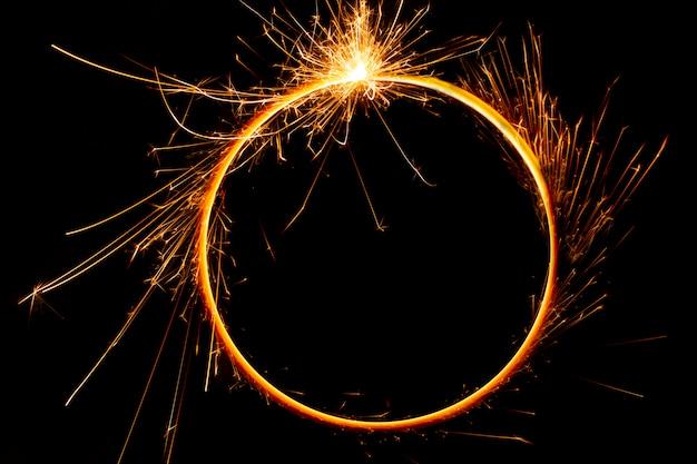 Círculo de llamas de fuego de bengala