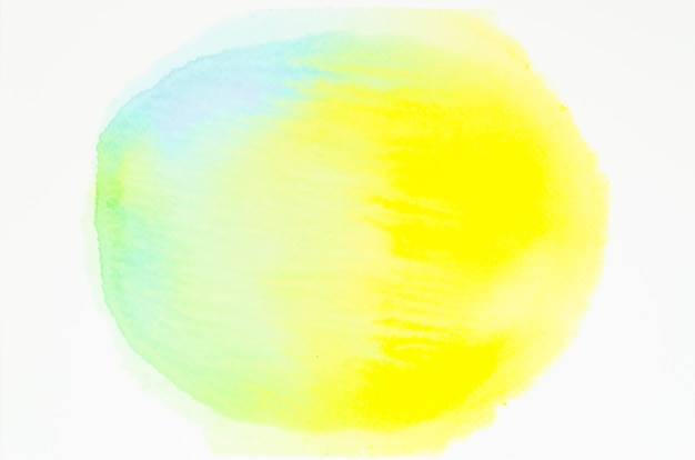 Círculo de textura acuarela aislado sobre fondo blanco