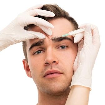 Cirugía plástica. hombre atractivo y guapo