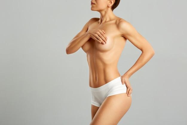 Cirugía plástica del seno femenino