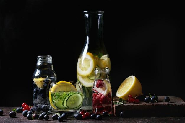 Cítricos pepino agua descarada