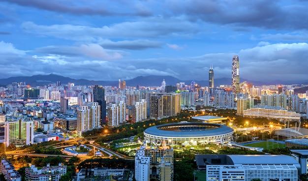 La ciudad china de shenzhen en la noche