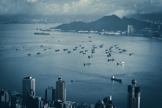 Ciudad de hong kong en filtro creativo azul