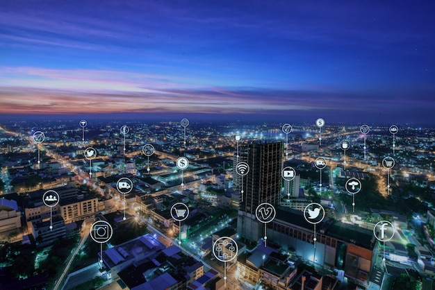 Ciudad inteligente y comunicaciones modernas en varios métodos.