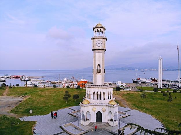 Ciudad del mar de georgia, el centro de la ciudad de batumi vista desde arriba del paisaje y el horizonte