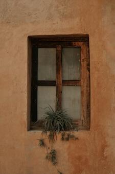 Ciudad medieval, callejones, puertas, ventanas,