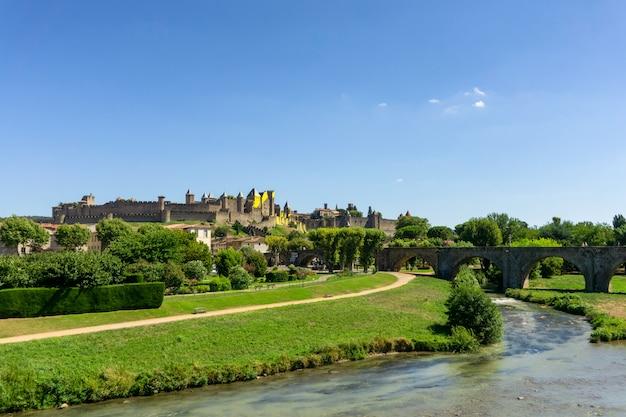 Ciudad medieval fortificada de carcassonne, francia