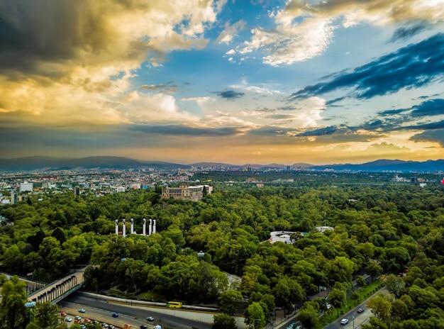 Ciudad de méxico - vista panorámica de chapultepec - puesta de sol
