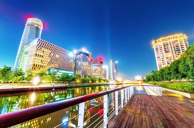 Ciudad de ninbo, china, vista nocturna