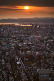 Ciudad de osaka y el horizonte