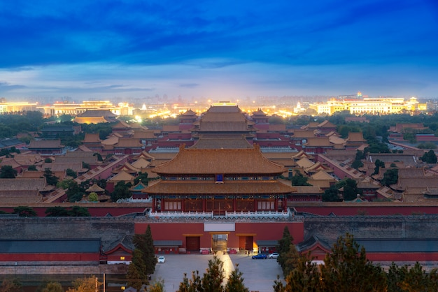 Ciudad prohibida antigua de pekín en noche en pekín, china.