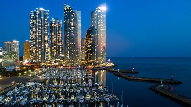 Ciudad que construye el horizonte y el rascacielos en corea del sur