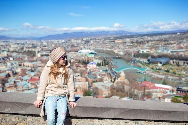 Ciudad vieja, nuevo parque summer rike, río kura, la plaza europea y el puente de la paz