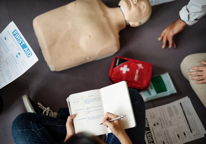 Clase de entrenamiento de primeros auxilios de rcp