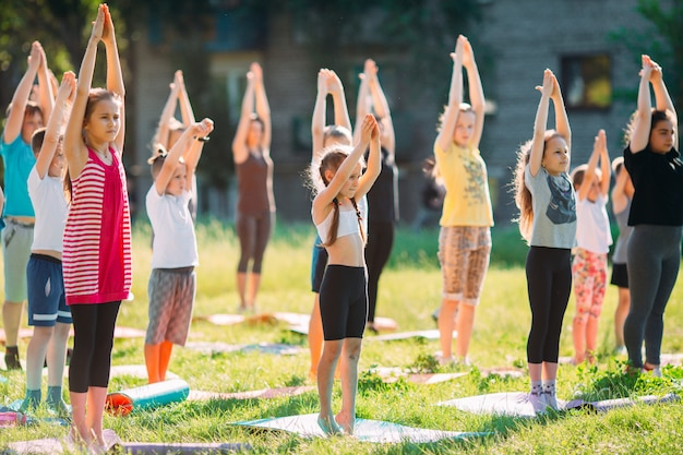 Clases de yoga al aire libre.