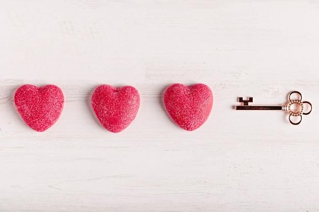 Clave junto al arreglo del corazón