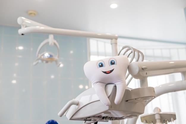 Clínica de dentista, dientes sanos y sanos. concepto de cuidado de los dientes. cuidado dental.