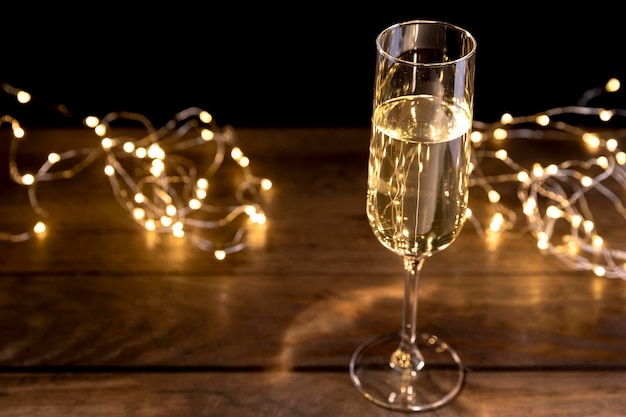 Close-up botella de champagne en la mesa