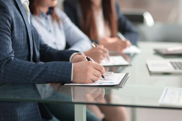 Close up.businessman comprobar el concepto financiero schedule.business.